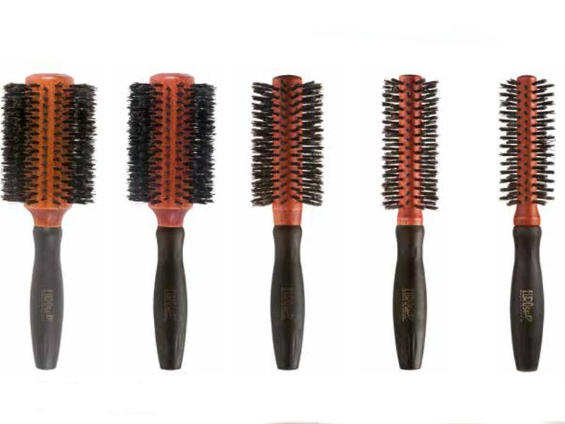 Eurostil Round Brush Boar Rubber Handle - drevené kefy na fúkanie vlasov